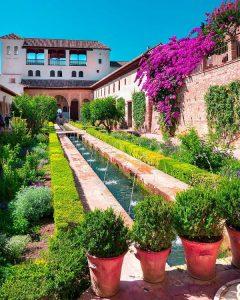 Se promener dans les jardins de l'Alhambra