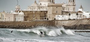 Faire du surf à Cadix