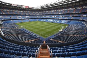 Admirer la vue panoramique du stade au stade Santiago Bernabéu de Madrid