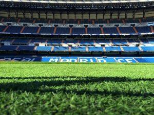 Fouler la pelouse du stade Santiago Bernabéu de Madrid