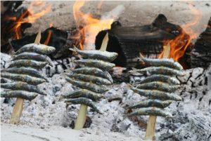 Les sardines grillées au bord de la plage Malaga