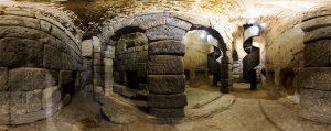 Contempler les grottes d'Hercule à Tolède