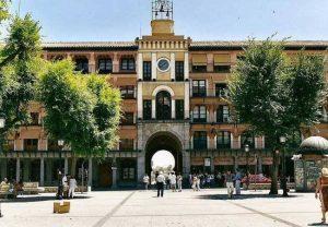 Faire escale à la place de la Plaza de Zocodover