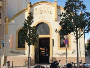Faire des emplettes au Mercat Municipal de La Vila Cambrils