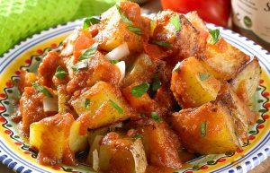 Patatas Bravas plats traditionnels espagnols