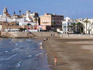 la plage Sant Sebastià à Sitges